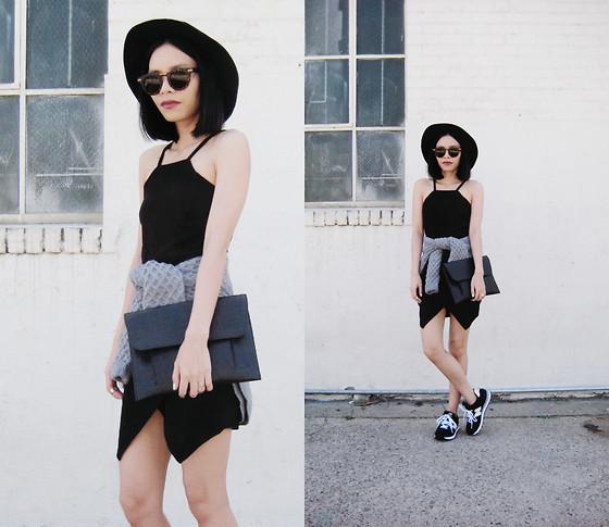 574 Y VISA, GIRL FROM USA, UNITED STATES on Lookbook | Fashionhedge
