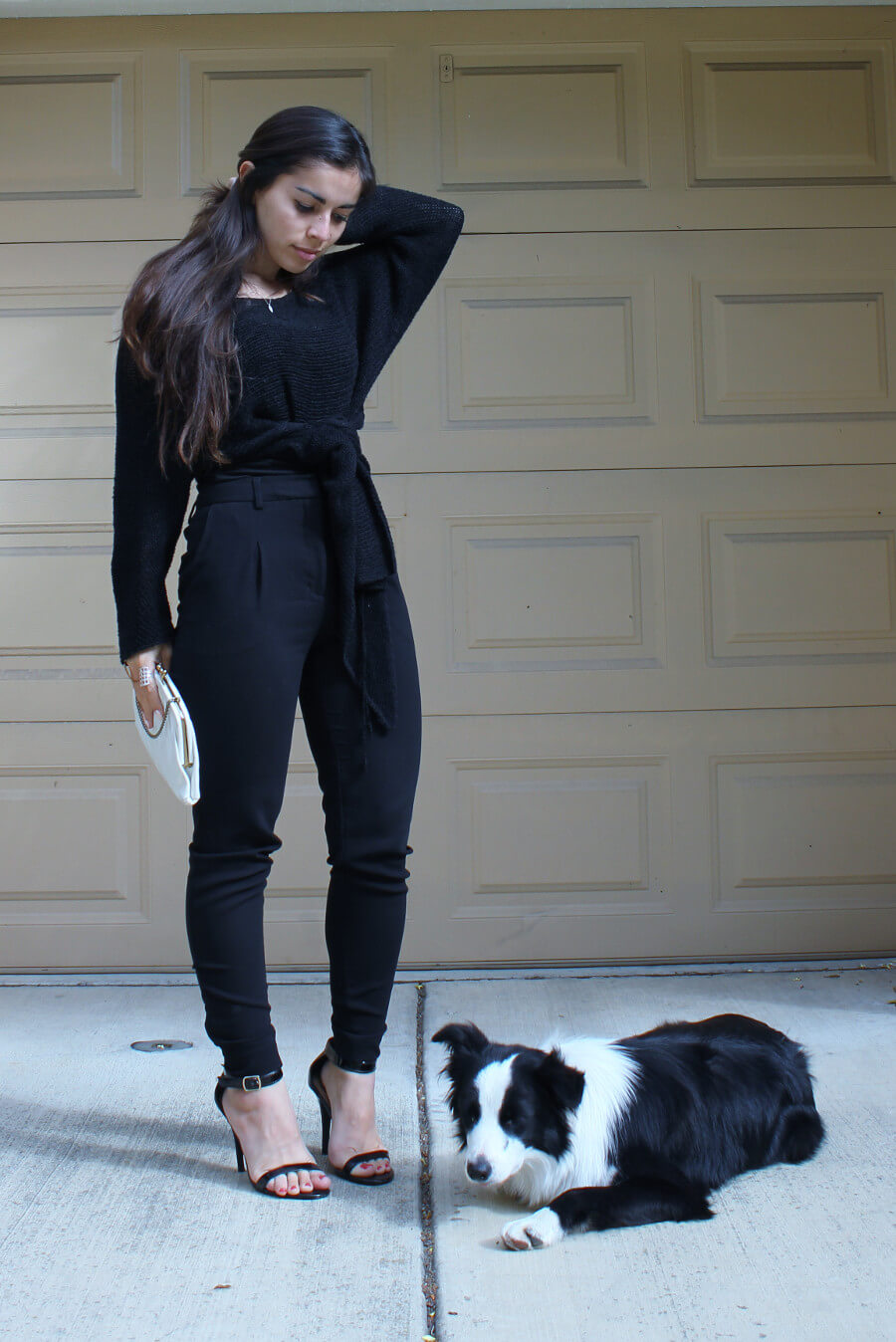 Slow Fashion Photo of the Week | High-waisted pants, vintage top with a knot, vintage clutch, black vegan ankle strap sandals, border collie puppy | Fashionhedge