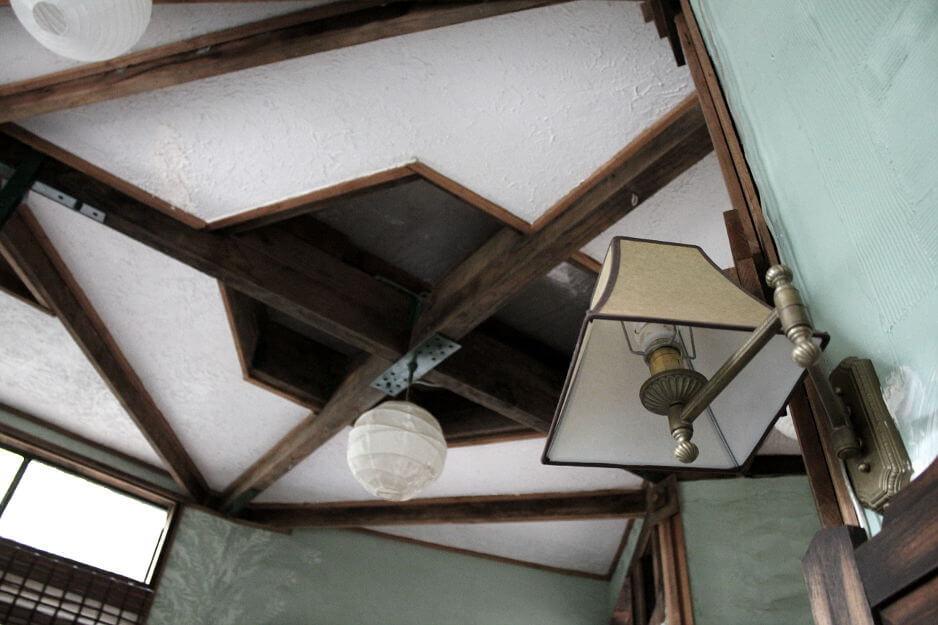 tree house getaway ceiling detail