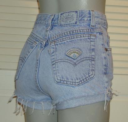 Vintage denim Levi's shorts from Dresm
