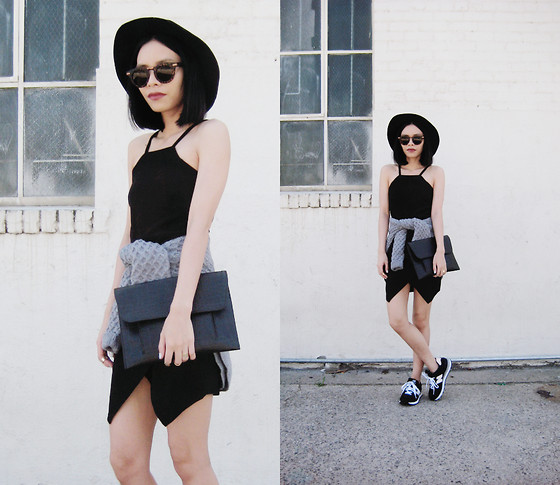 574 Y VISA, GIRL FROM USA, UNITED STATES on Lookbook | Fashionhedge