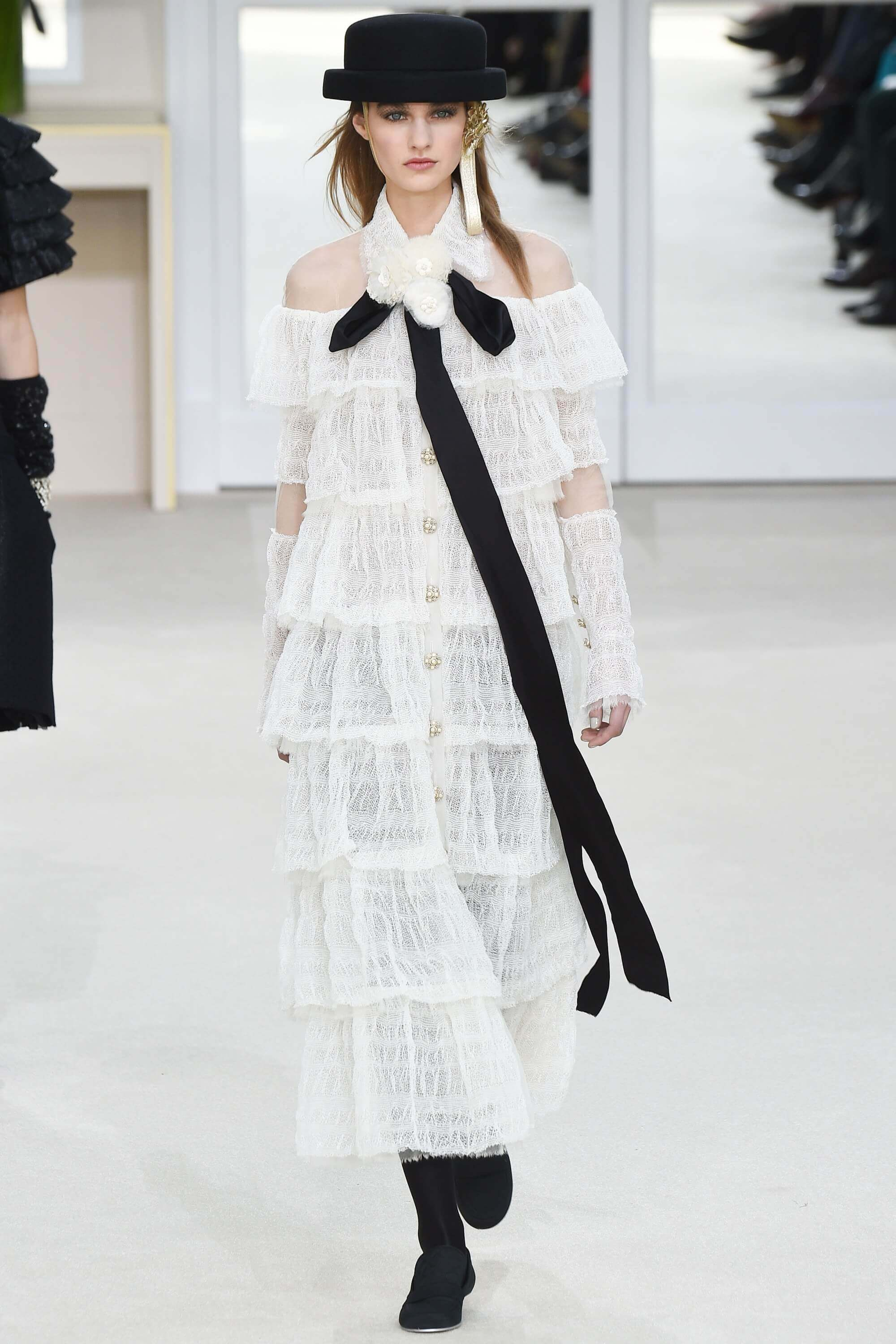 d84391f594e Chanel ready to wear fall 2016 bows trend
