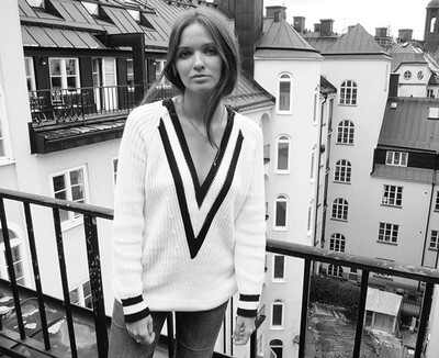 Iconic 'talia' V-neck Varsity Tennis Cotton Sweater black and white